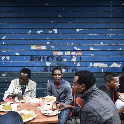 Migranti maliani, da un'immagine sfocata alla realtà
